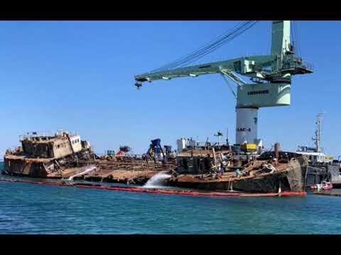 Названа сумма ущерба от утечек нефти с танкера Delfi.