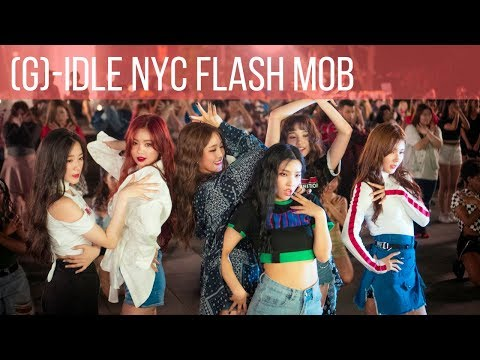 (G)I-DLE ((여자)아이들) - LATATA Live In New York City - Flash Mob