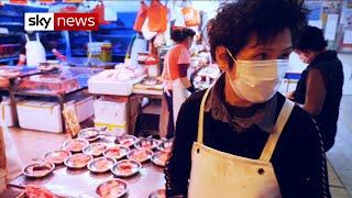 Coronavirus: Hong Kongers angry that China border remains open