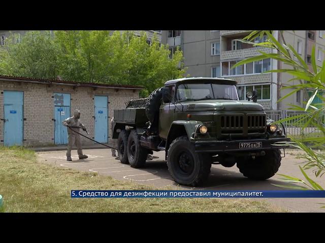 Военные обрабатывают антисептиком площадки в детских садах