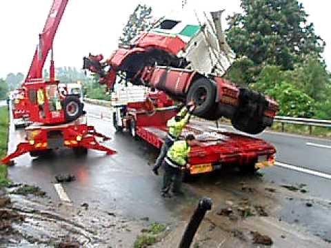 video du levage du camion accidente garage vin depannage vehicules tout tonnage. Black Bedroom Furniture Sets. Home Design Ideas