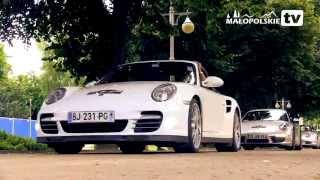 Na Deptak zajechały luksusowe samochody -- Porsche.