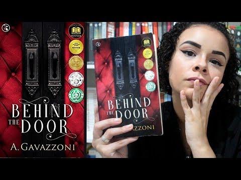 MITD #10: ROMANCE POLICIAL MUITO BOM E ACIMA DA MÉDIA? BEHIND THE DOOR, DE ADRIANA GAVAZZONI