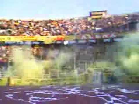 """RECIBIMIENTO ULTRA SUR"" Barra: La Gloriosa Ultra Sur 34 • Club: The Strongest"