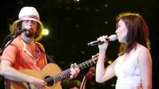 Jason Mraz - Details in The Fabric with Corrinne May - Singapore 20120629