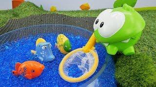 Om Nom & fish. Funny video for kids.