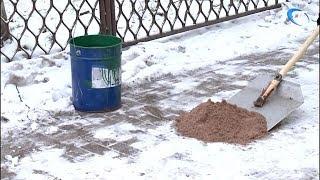 Сотрудники прокуратуры проверили качество обработки тротуаров песко-соляной смесью
