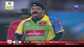 Legend Mohanlal's Bowling for Kerala Strikers Makes Fans Go Crazy in Kochi against Mumbai Heroes.