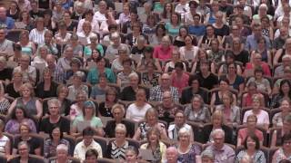 Sydney Flash Mob Choir sings Gloria Gaynor - I Will Survive