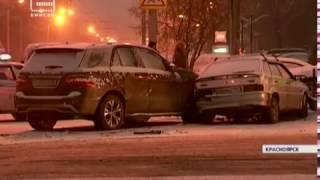 В центре Красноярска произошло серьезное ДТП с участием трех автомобилей (Новости 16.12.16)