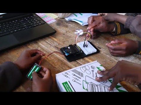 العرب اليوم - شاهد: نوادي التشفير المعلوماتي توسّع أفق أطفال الأحياء الفقيرة في جنوب أفريقيا