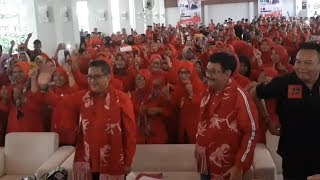 Lewat Lagu 'Jokowi Wae' Sekjen PDIP Goyang Pangandaran