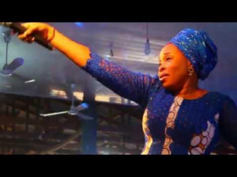 TOPE ALABI ON STAGE IN OGBOMOSO WORSHIP ENCOUNTER 3 CONCERT YORUBA GOSPEL MUSIC 2016