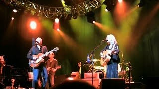 Red staggerwing — Mark Knopfler & Emmylou Harris 2006 Oslo LIVE