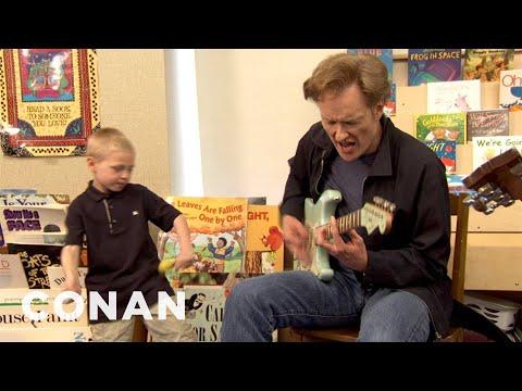 Conan skládá blues s prvňáčky