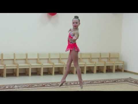 Маленькая гимнастка крутилась как волчок на открытии детского сада в Морозовске