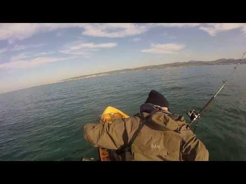 Sicurezza su ghiaccio pescando su