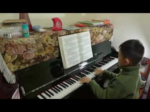 Student enjoy to play Elise