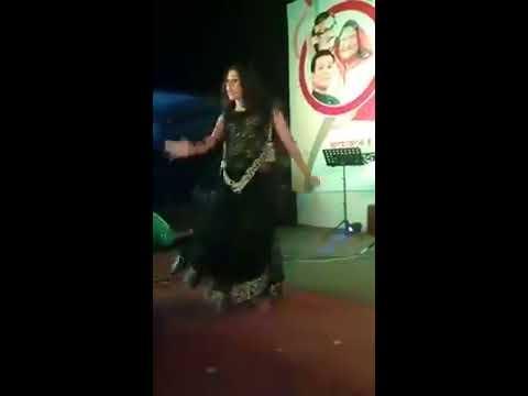 Qute girl 😂🤣hot dance on Demajani, Bogra