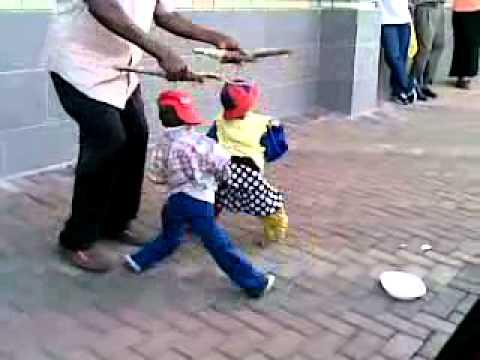 בובות רחוב בריקוד מושחת!
