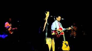 """Jorge Drexler y Leonor Watling cantan """"Toque de queda"""" en Auditori_10.06.2009"""