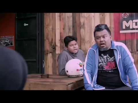 Aksi TONGGEK Dayana Roza atas RXZ dalam filem Minah Moto 2017