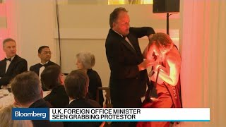 U.K. Minister Grabbing Protester Was `Uncomfortable': Lord Mayor of London
