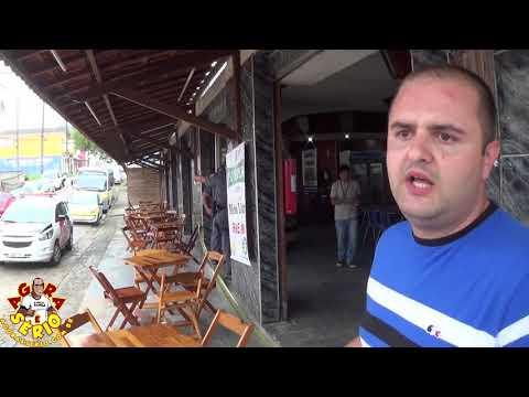 Engenheiro da Prefeitura de Juquitiba Denis Rocha explica o lacre no Bar e Restaurante Café Do Nino