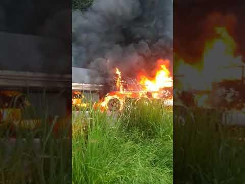 Filho morre carbonizado em acidente na BR 467 no Paraná Pai tenta salvar o filho