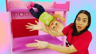 Puppen Video für Kinder. Baby Born fällt aus dem Bett. Spielspaß mit Valeria.