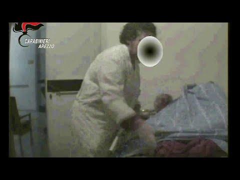 Lavando la soluzione ipertonica naso