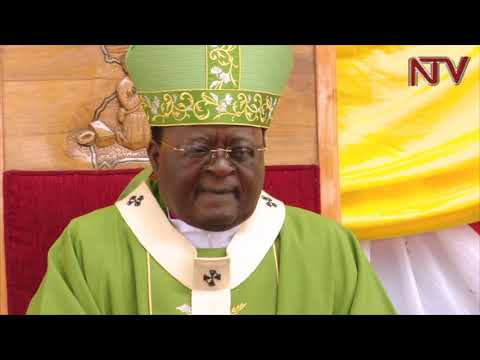OKUKYAZA PAAPA: Ssaabasumba Lwanga asambazze eby'okuwandiika bbaluwa