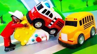 Мультики про машинки. Цветной желейный шарик - Петрович учит цвета. Видео для детей с игрушками
