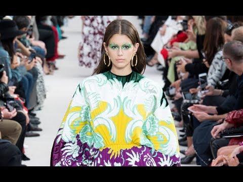 VALENTINO Spring Summer 2019 Paris - Fashion Channel