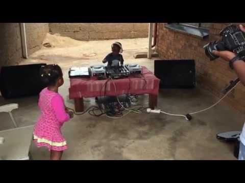 Dj Arch Jnr jamming it for his feture girl friend
