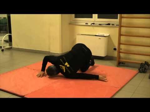 Spazzare il mal di schiena sinistra