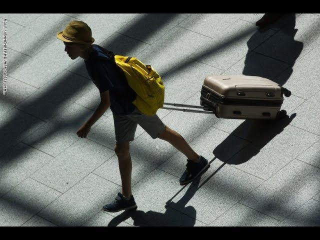 How can Bloclchain help the tracking  of luggage?