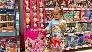 ВЛОГ Нянчим малыша Едем на День Рождения с друзьями Покупаем новые куклы ЛОЛ VLOG