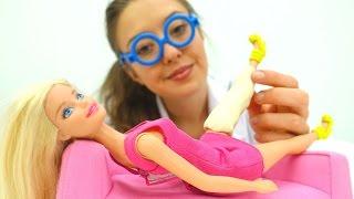 Веселая школа. Видео для детей. Что с ногой Барби?