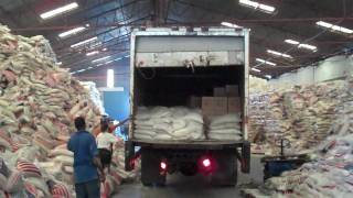 preview picture of video 'Haiti, January 24, 2010: At food warehouse'