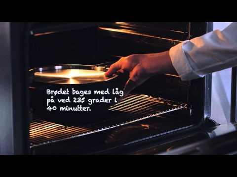<p><strong>GRYDEBRØD</strong><br /> Kokken Mads Søndergaard fra Det Danske Kokkelandshold fortæller og viser, hvordan man laver brød i en gryde.</p>