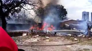 Incêndio atinge terreno baldio na Santa Mônica e alcança Horto da Uefs; veja vídeo