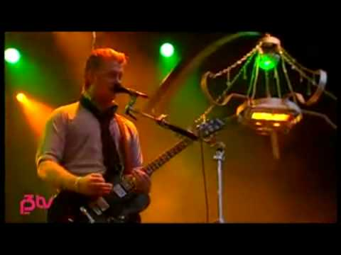 [2]Queens Of The Stone Age - Burn The Witch (Live at Hove 07)