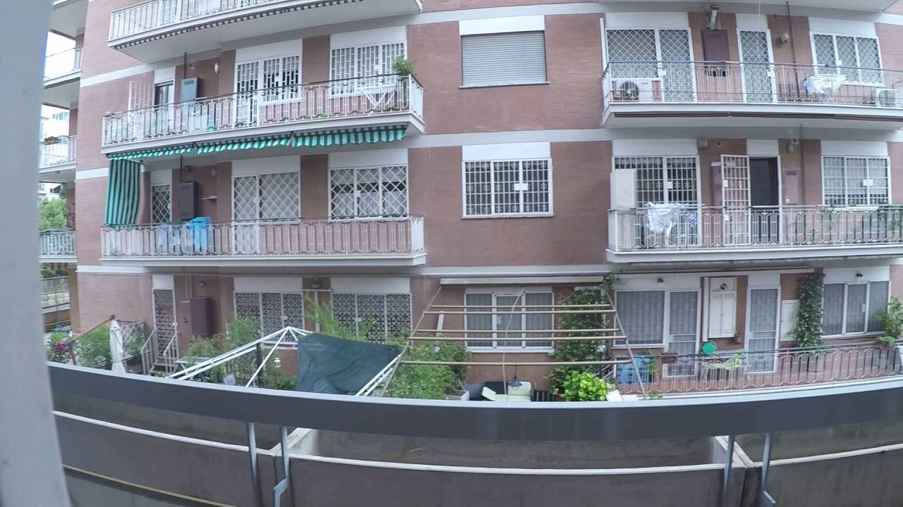 Rooms and beds for rent in shared rooms in a large 5-bedroom apartment in Ostiense, students only