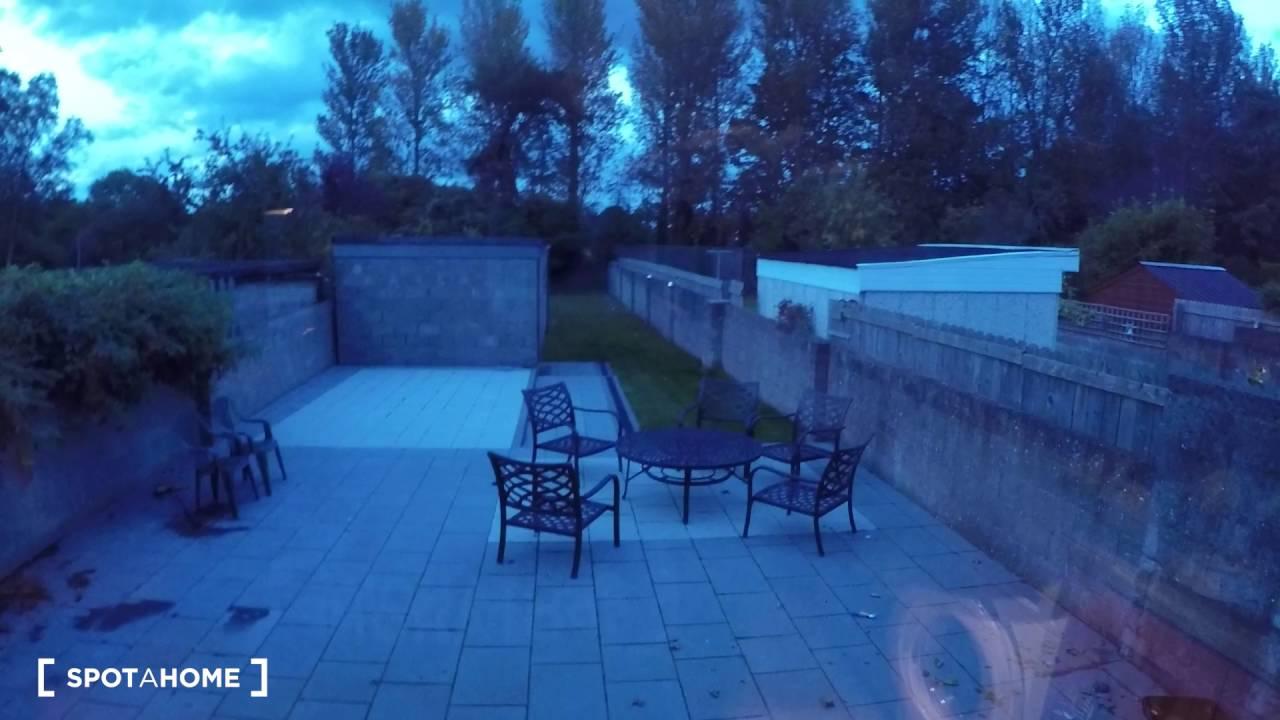 Rooms to rent in modern 3-bedroom house with garden in Lucan