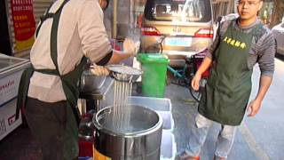preview picture of video 'Humen City - Making potato noodles'