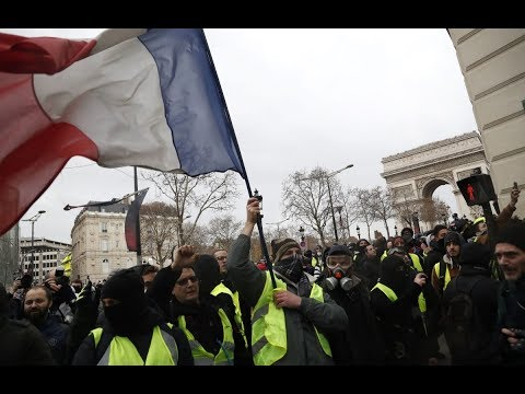 Yellow vest protesters clash with Paris police for 4th straight weekend