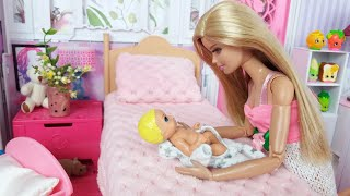 Two Barbie Doll Two Ken Family Morning Routine. Life In A Dreamhouse. DIY Mini House