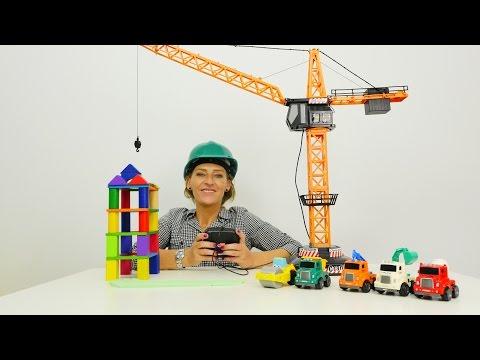 Spielspaß auf der Baustelle - Für den Kran, den Bagger und den Laster gibts viel zu tun