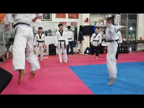 Jump Back-Whip Kick - Step 2 (2)